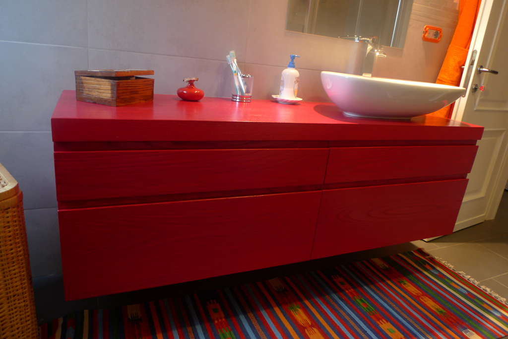Rivestimenti bagno piccolo rosso idee per il design - Mobile bagno rosso ikea ...